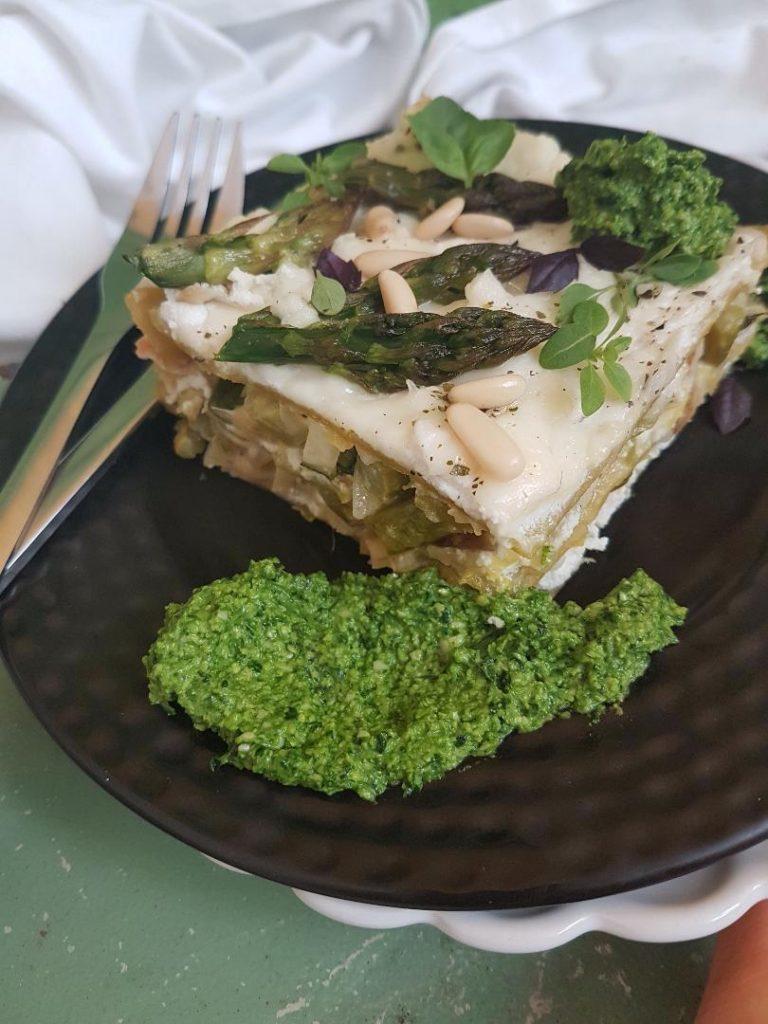 Recept: Zelena lazanja s šparglji in artičokami